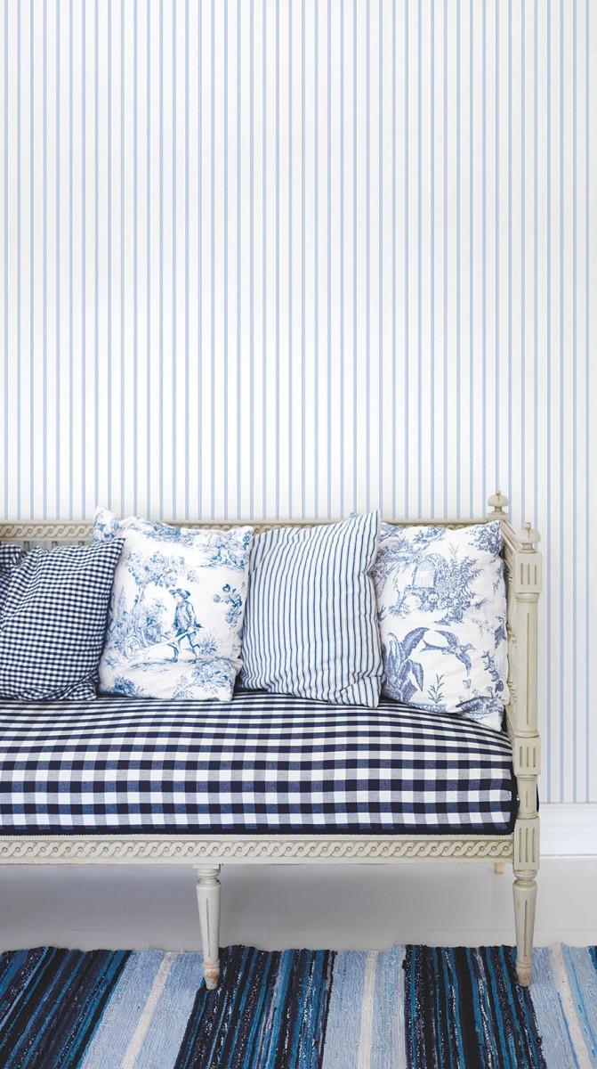 Tapet - Små romantiske striber i lys blå