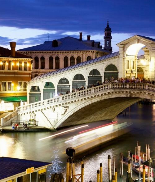 1Wall Giant Venice C001